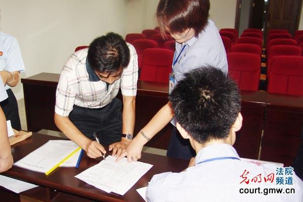利用法院场所进行司法拍卖,这在江西法院系统尚属首例.