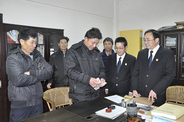 """河南省禹州市法院:""""法制寄语""""上了黑板报"""