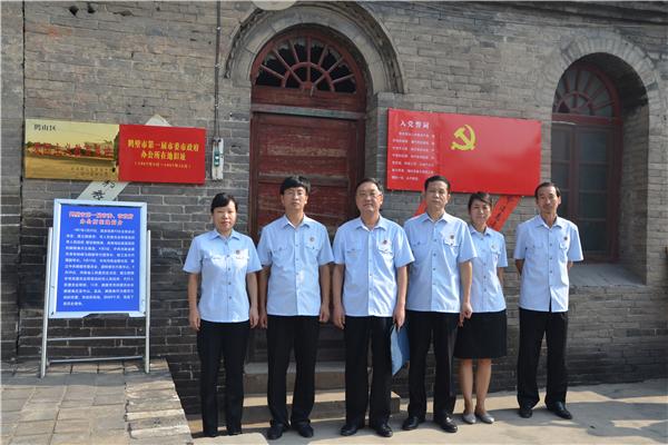 8月21日,河南省鹤壁市鹤山区人民法院组织干警来到鹤山区爱国主义教育
